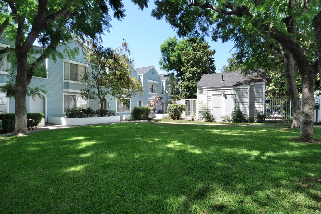 587 N. Garfield #5, Pasadena. townhome attached garage for sale listing