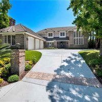 724 Forest Green Dr., La Canada: